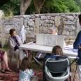 Très belle matinée, hier 31 Mai, fête des enfants et des «mamans» à FAUX. 3 lectrices de «lireetflire» présentes ont lu à une vingtaine de «petits enfants et bébés» de 11h à 13h.(déjeuner offert) Le village était décoré de fleurs, d'animaux, etc.. (préparation pendant une année). Le Sud-Ouest et le Démocrate étaient présents (photos + laïus) Un groupe d'enfants de 10 à 12 ans de l'école de LALINDE (avec une éducatrice) nous a filmées pour présenter «lireetflire» dans les écoles. […]